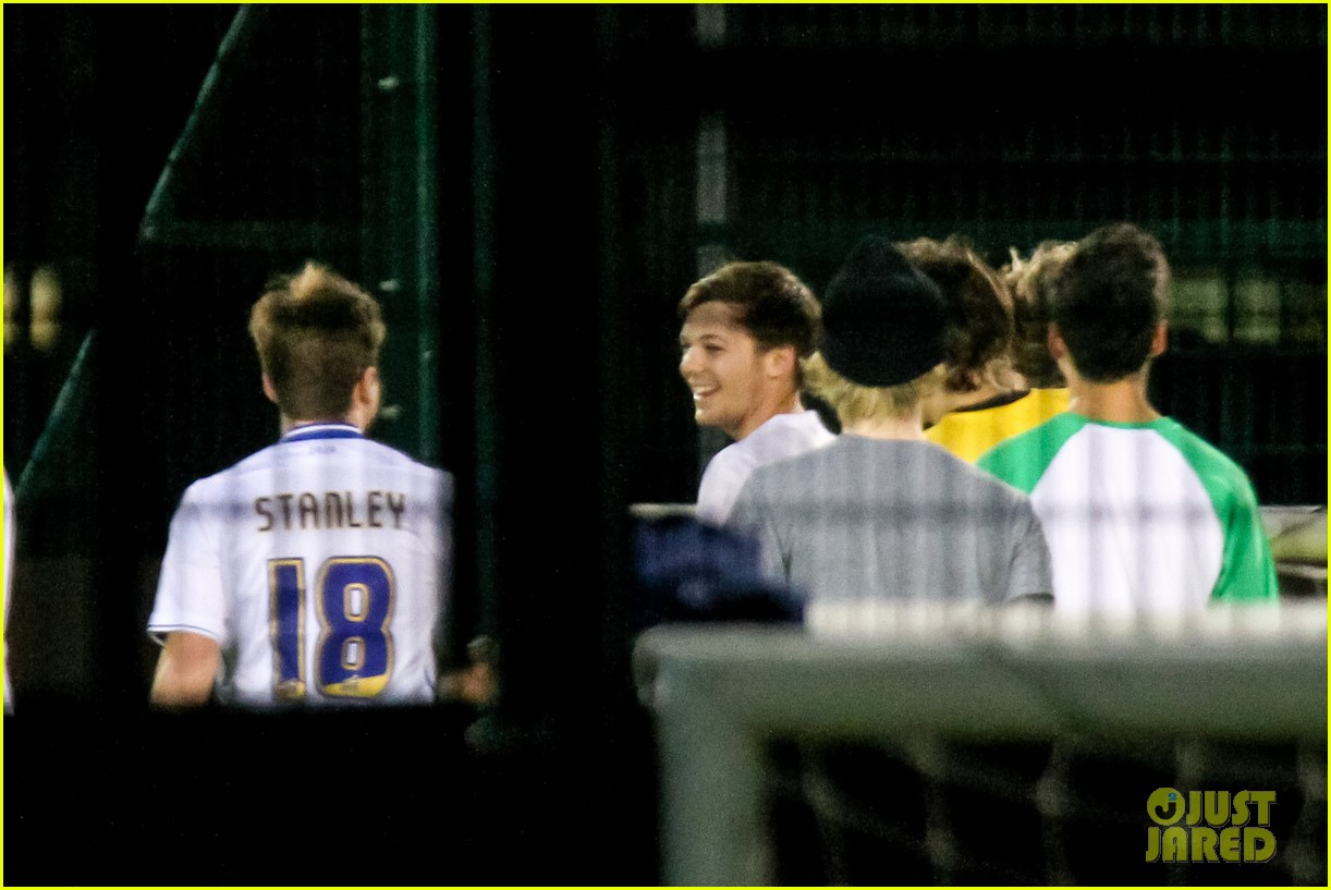 harry styles louis tomlinson soccer guys 11