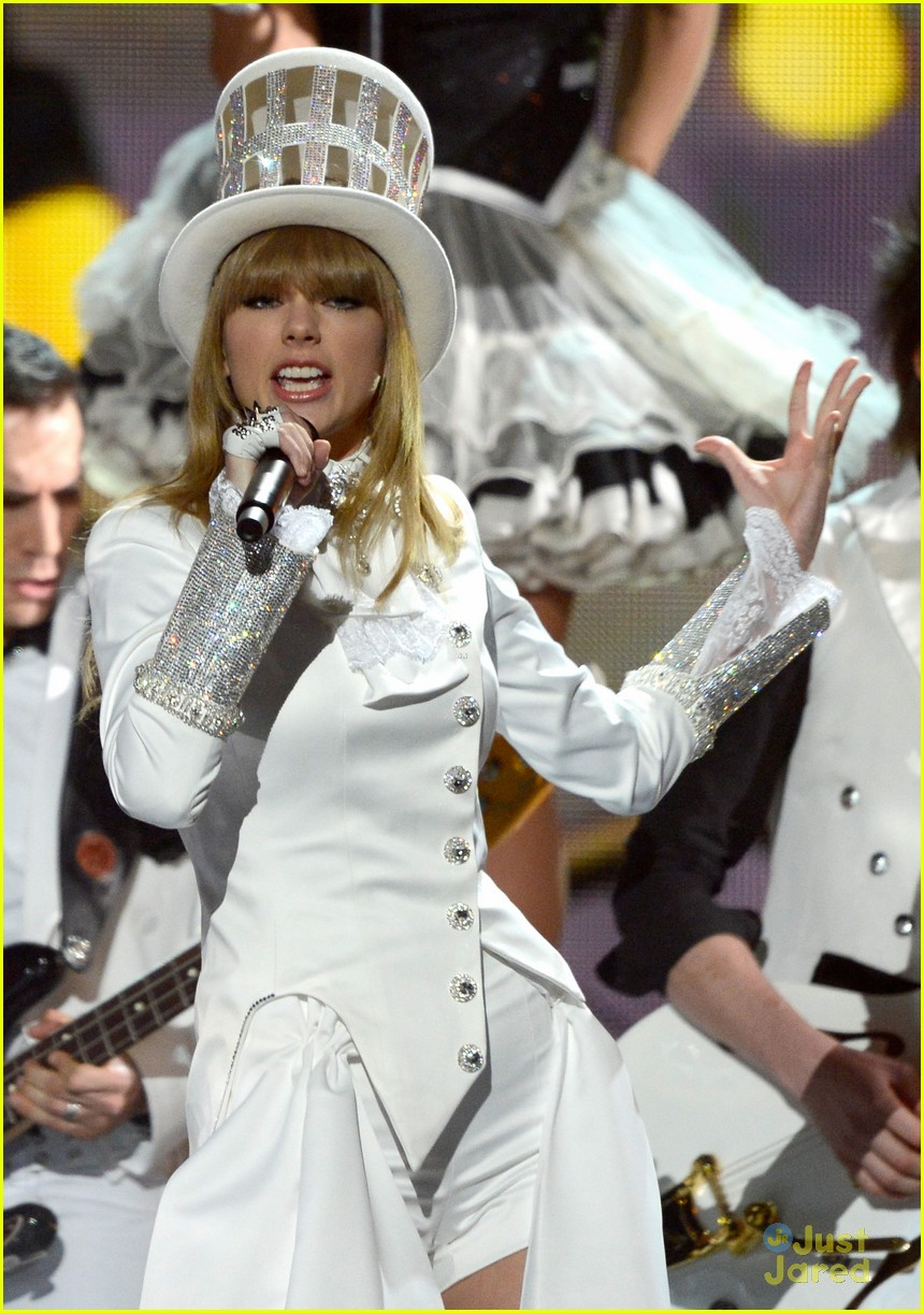 taylor swift grammys performance 03