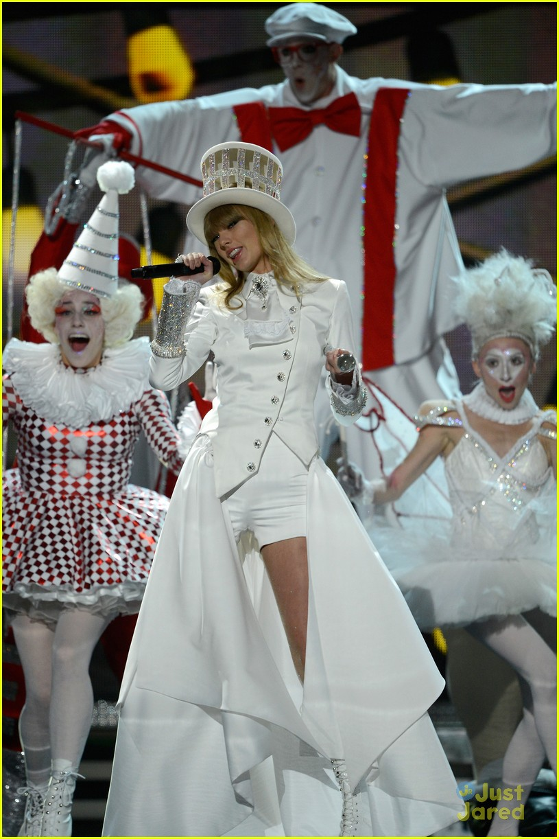 taylor swift grammys performance 12