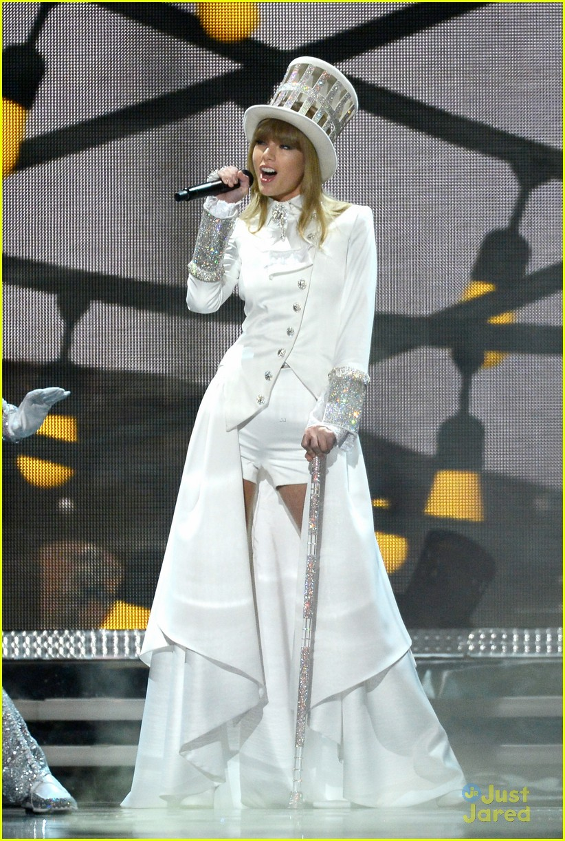taylor swift grammys performance 13