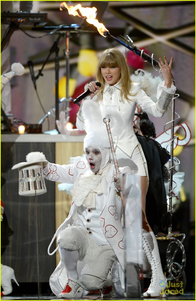 taylor swift grammys performance 15