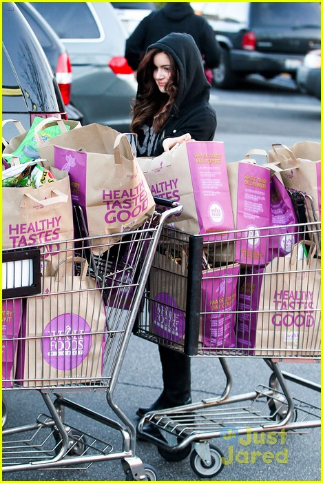 ariel winter whole foods stop with sister shanelle 05