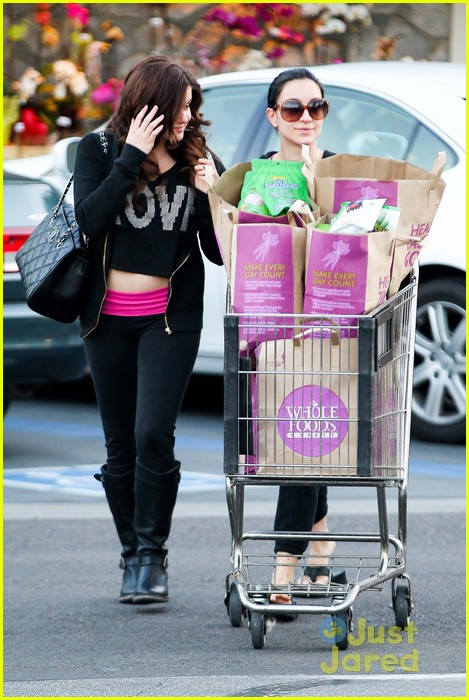 ariel winter whole foods stop with sister shanelle 06