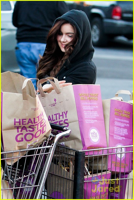ariel winter whole foods stop with sister shanelle 08