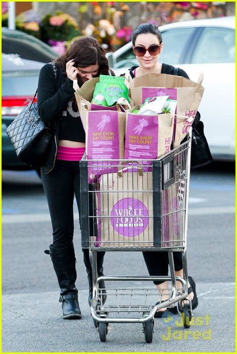 ariel winter whole foods stop with sister shanelle 09