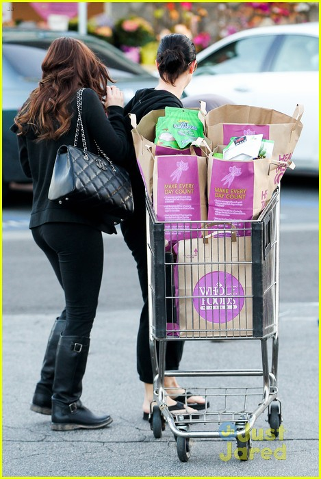 ariel winter whole foods stop with sister shanelle 10