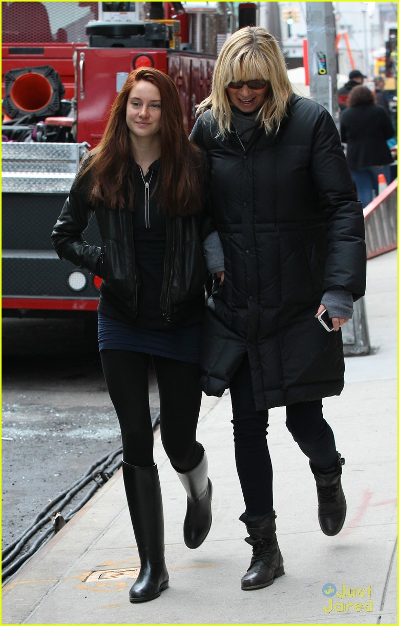 shailene woodley red hair for amazing spider man 2 filming 05