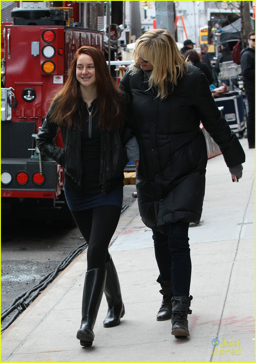 shailene woodley red hair for amazing spider man 2 filming 08