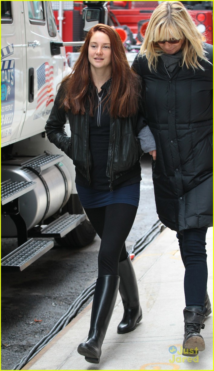 shailene woodley red hair for amazing spider man 2 filming 10