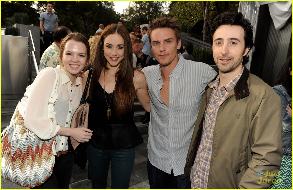 90210 wrap party pics 02