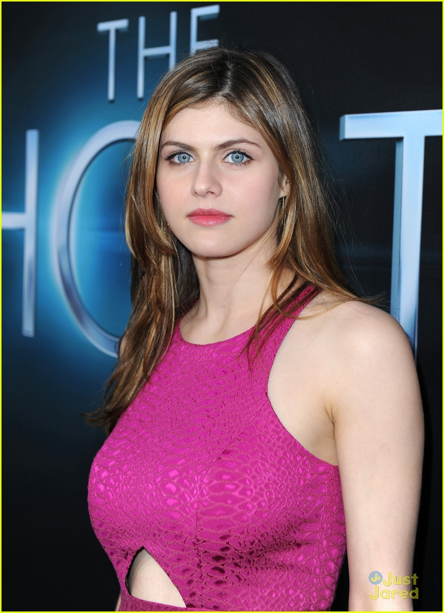 Alexandra Daddario The Host Premiere Photo 546723 Photo
