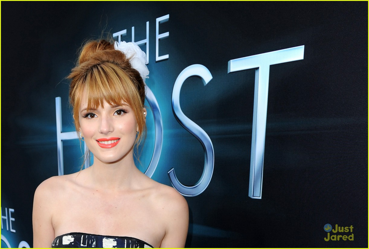 bella thorne host premiere 05