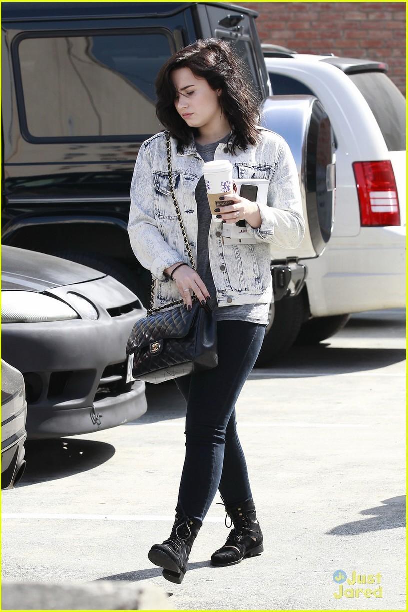 6b3091eb35b Demi Lovato  Coffee Pick Up