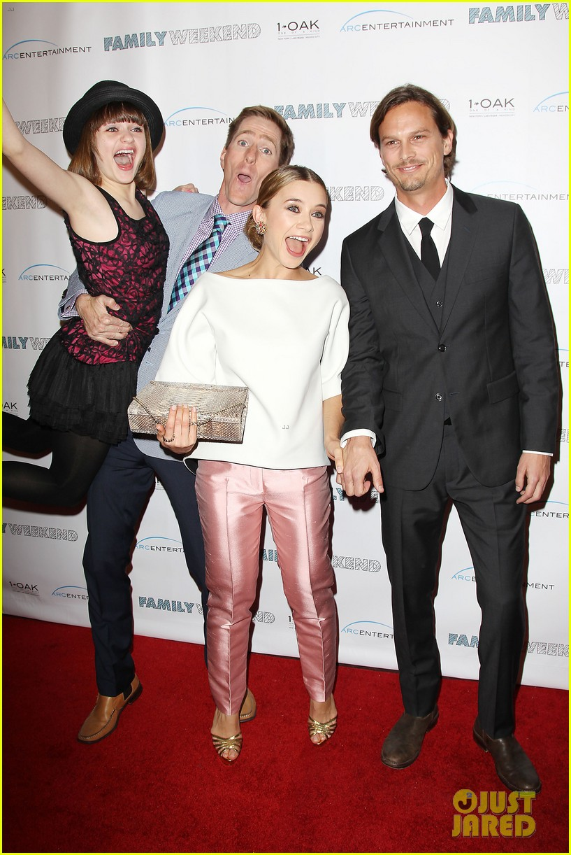 joey king family weekend premiere 01
