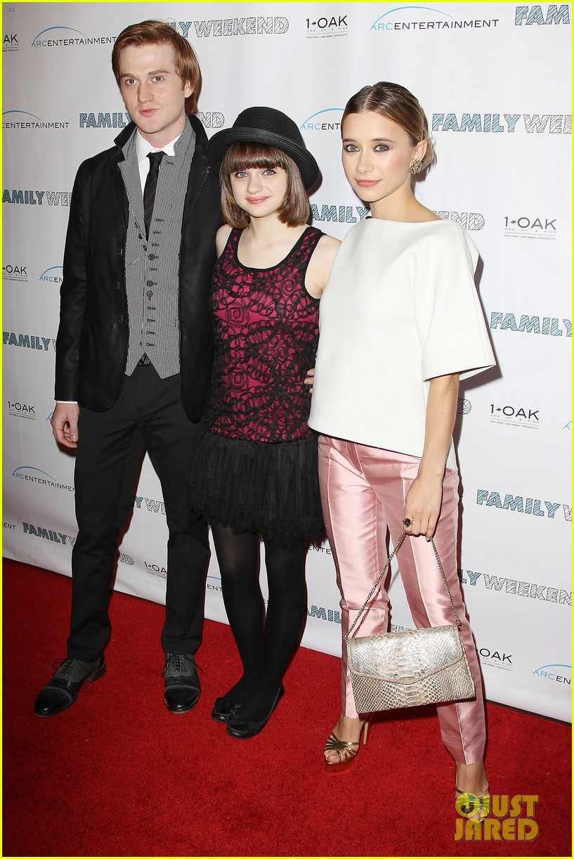 joey king family weekend premiere 10
