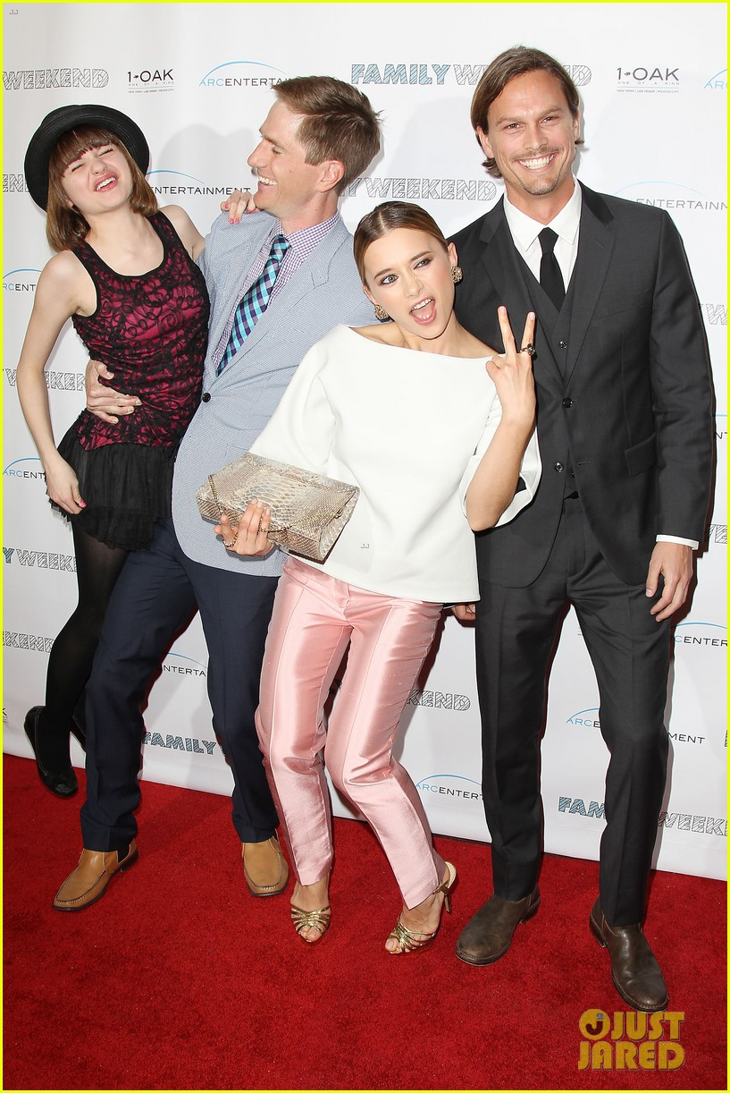 joey king family weekend premiere 14