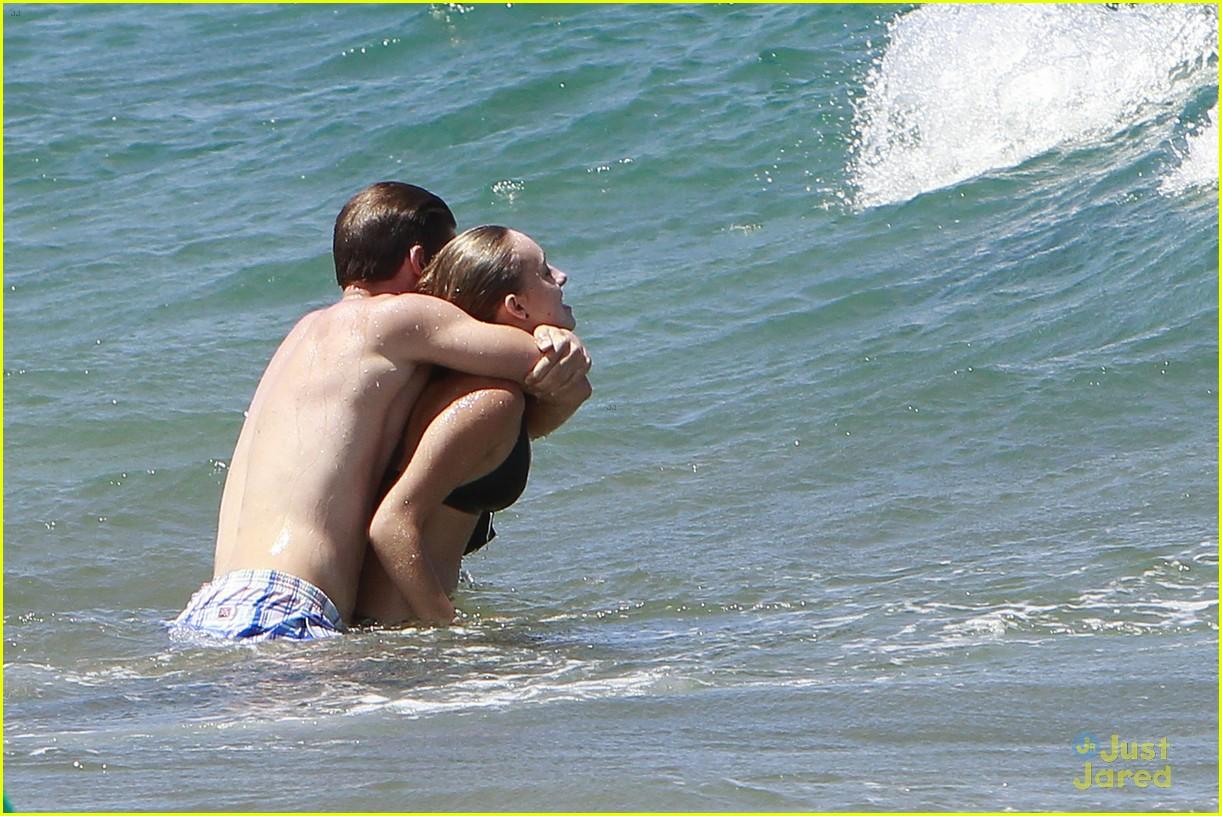 patrick schwarzenegger taylor burns kissing beach couple 07