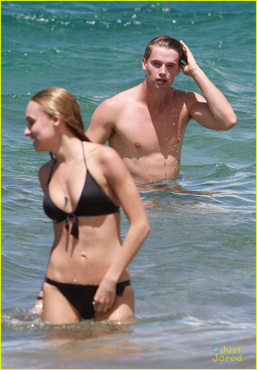 patrick schwarzenegger taylor burns kissing beach couple 29