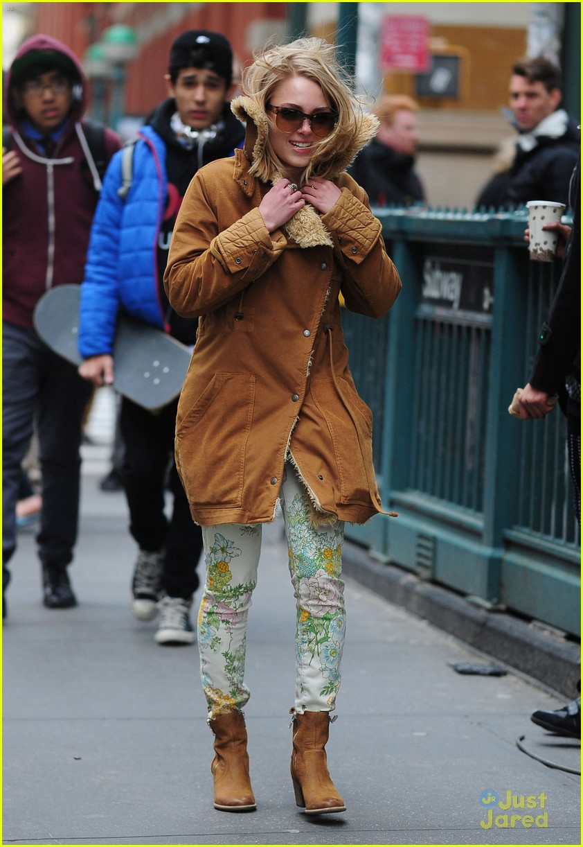annasophia robb windy nyc 12