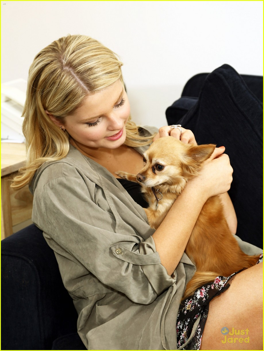 stefanie scott ant farm dressing room photos 23