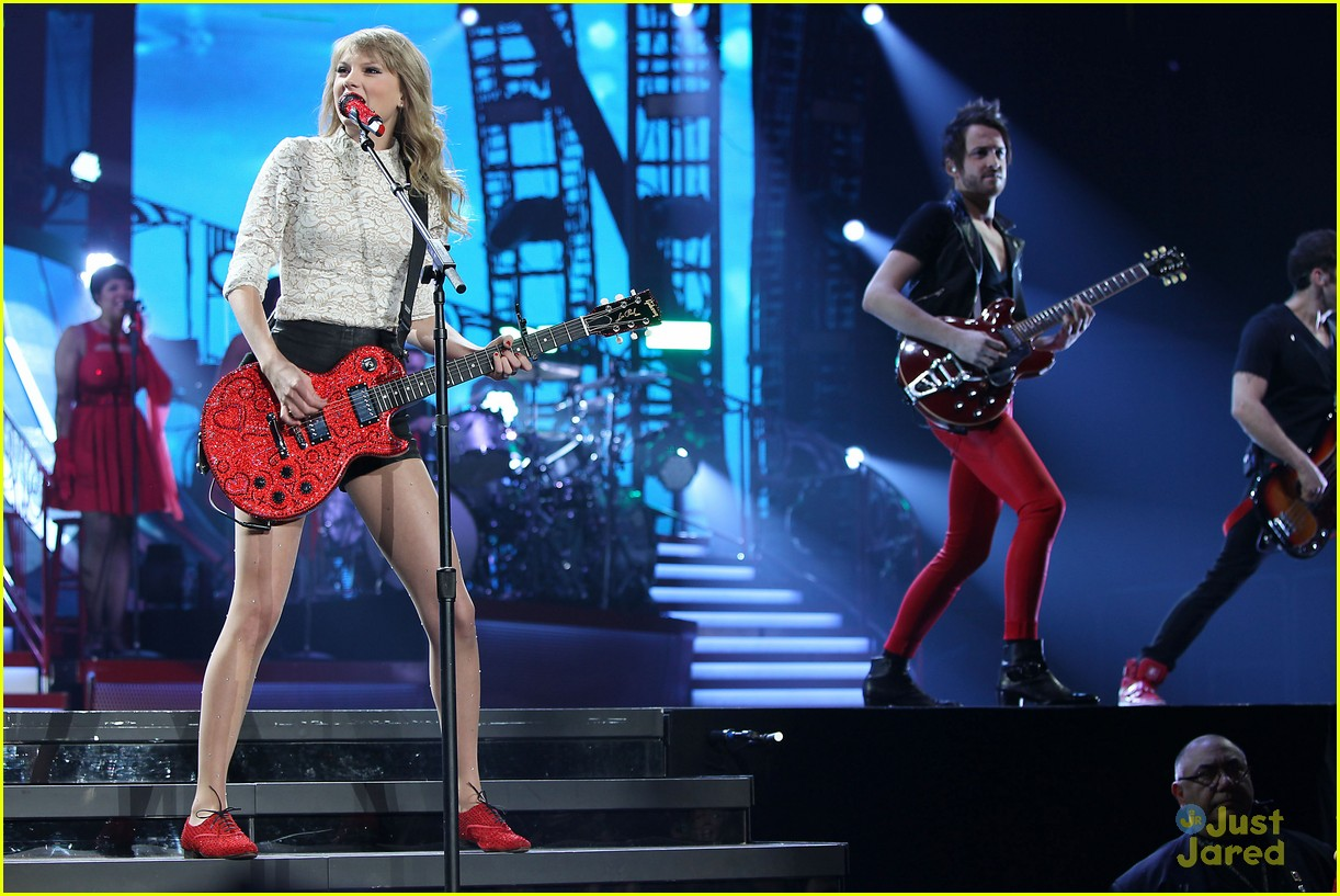 taylor swift newark night one 24
