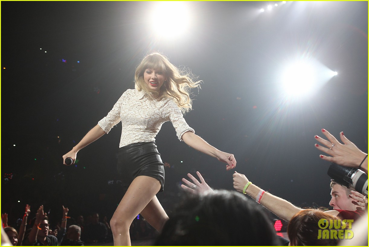 taylor swift drive by train red tour video 08