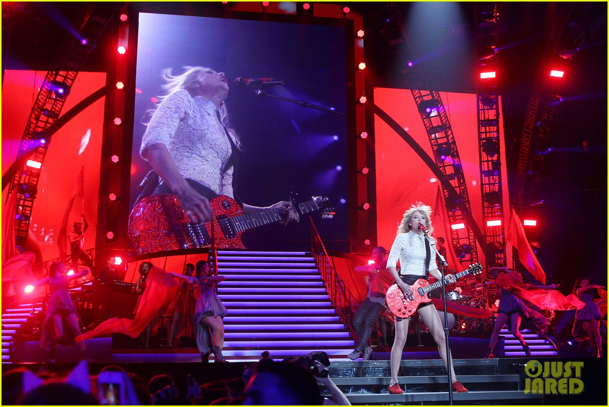 taylor swift drive by train red tour video 23