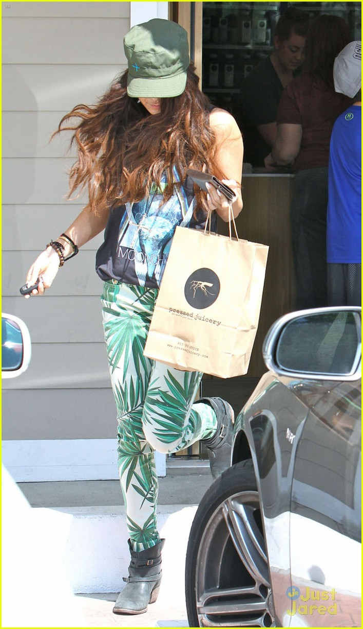 vanessa hudgens leaf pants 05