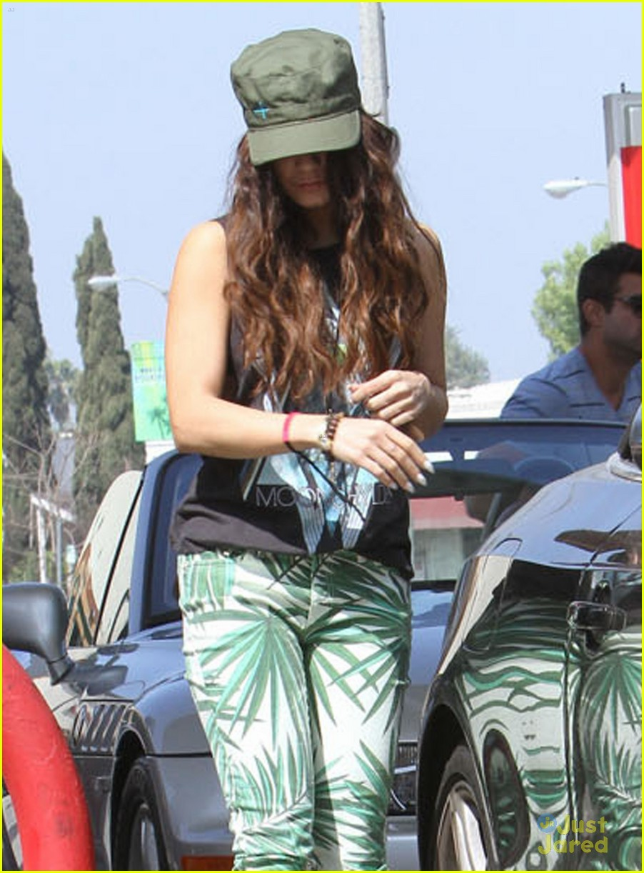 vanessa hudgens leaf pants 08