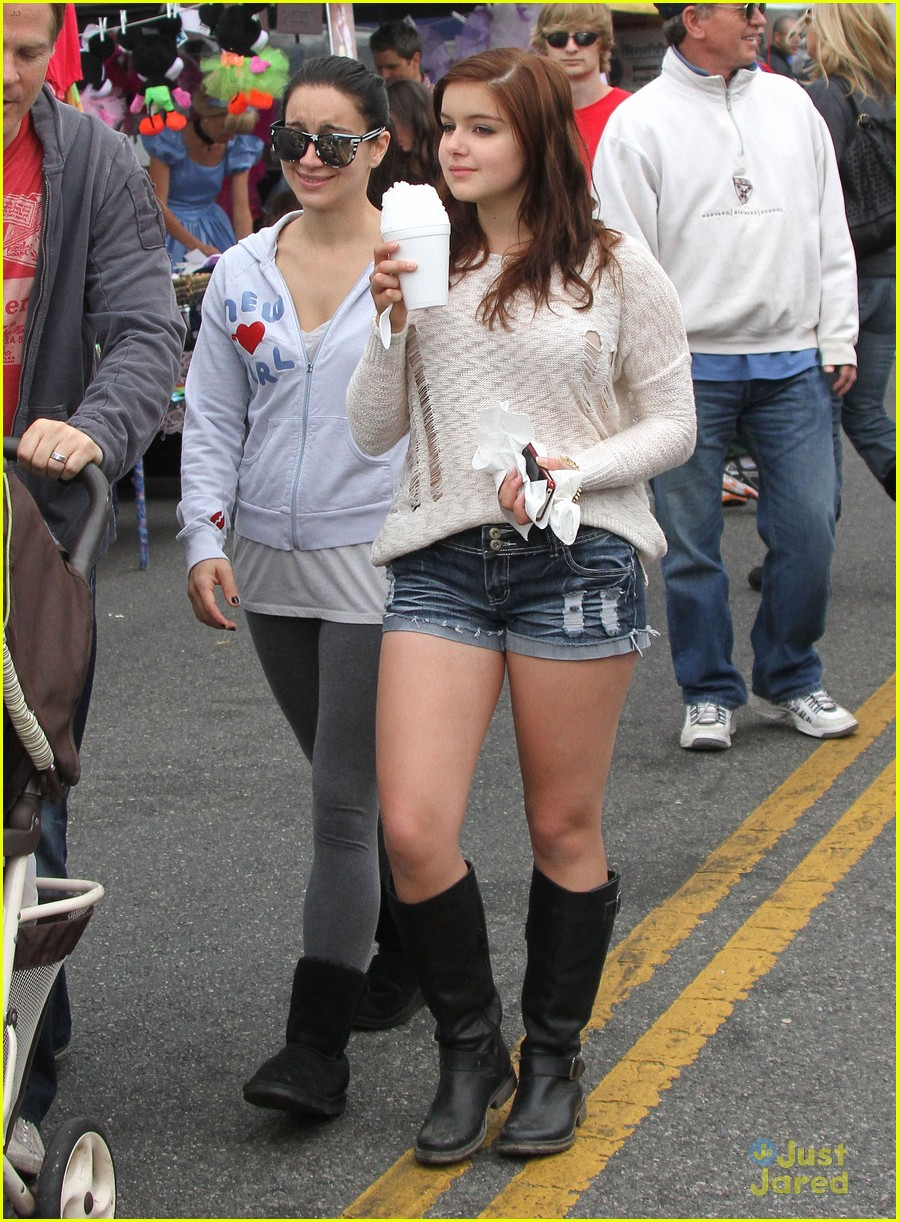 ariel winter fun at the farmers market 01