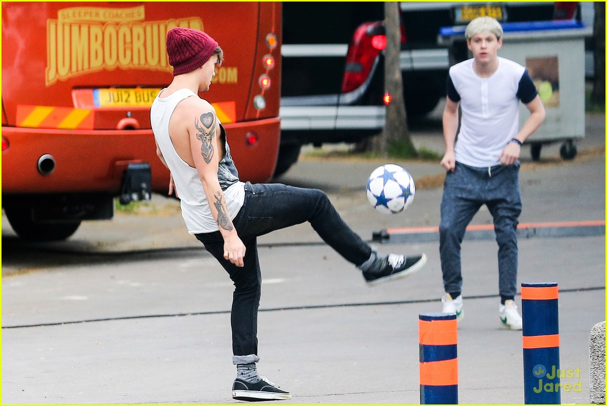 niall horan louis tomlinson soccer studs 06