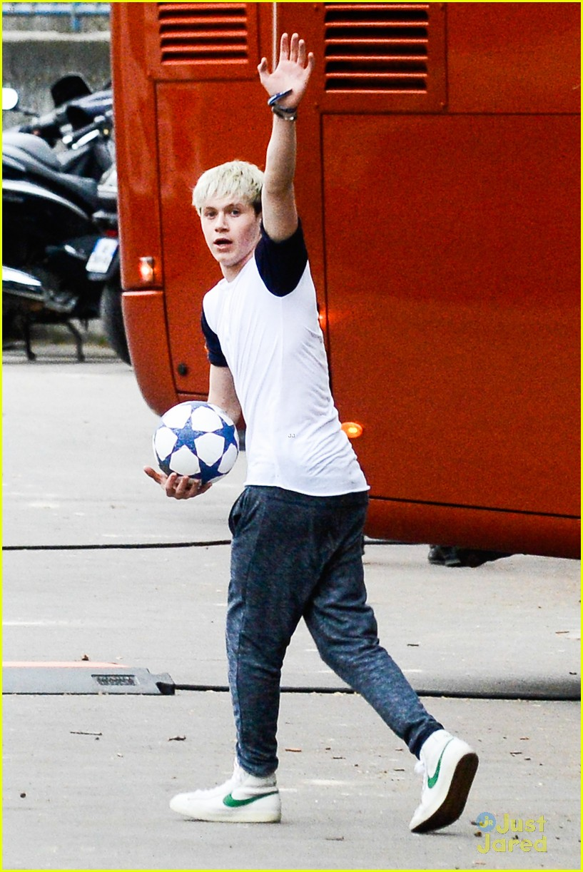 niall horan louis tomlinson soccer studs 09