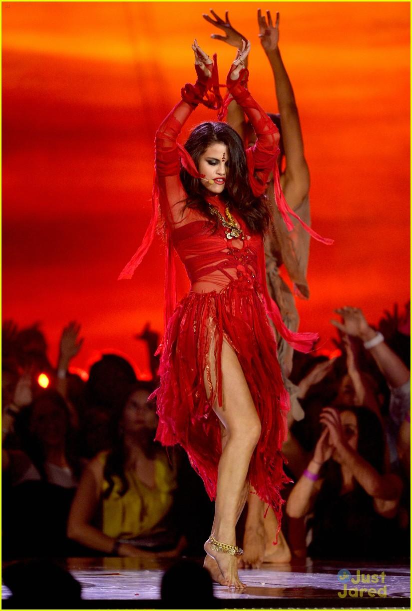 selena gomez mtv performance come get it 01