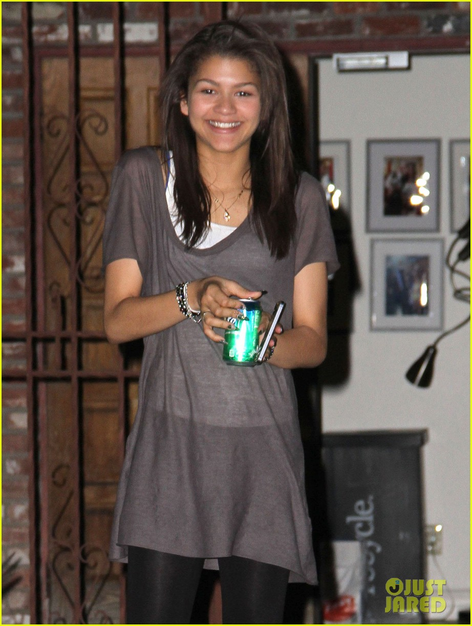 zendaya night time dwts rehearsals 01