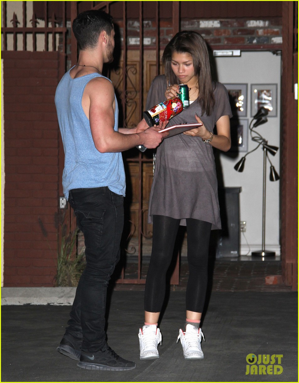 zendaya night time dwts rehearsals 07