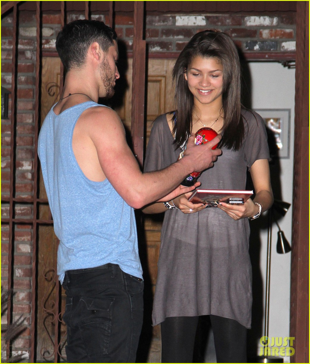 zendaya night time dwts rehearsals 08