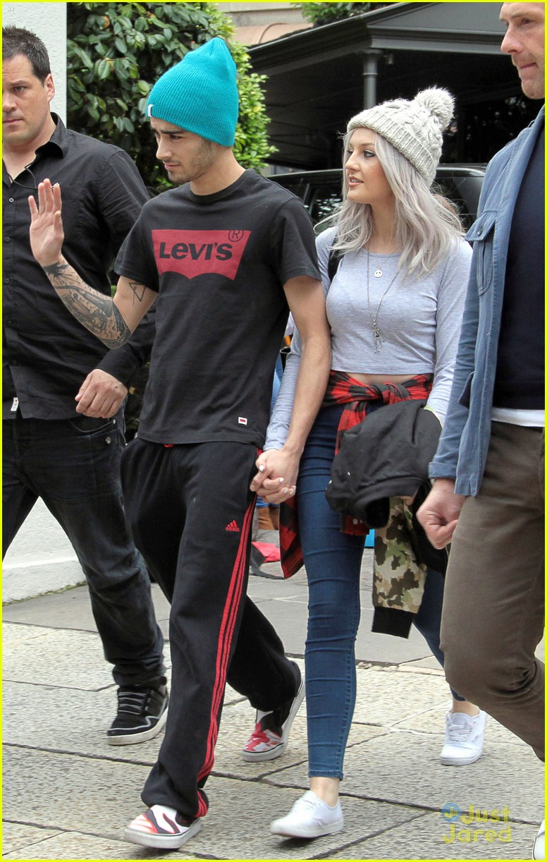 Zayn And Liam Holding Hands Zayn Malik & Perri...