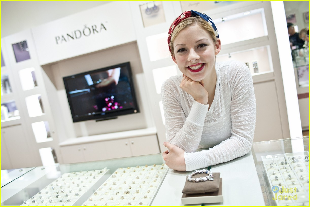 Gracie Gold Pandora Stop with Sister Carly Photo 558335 Photo