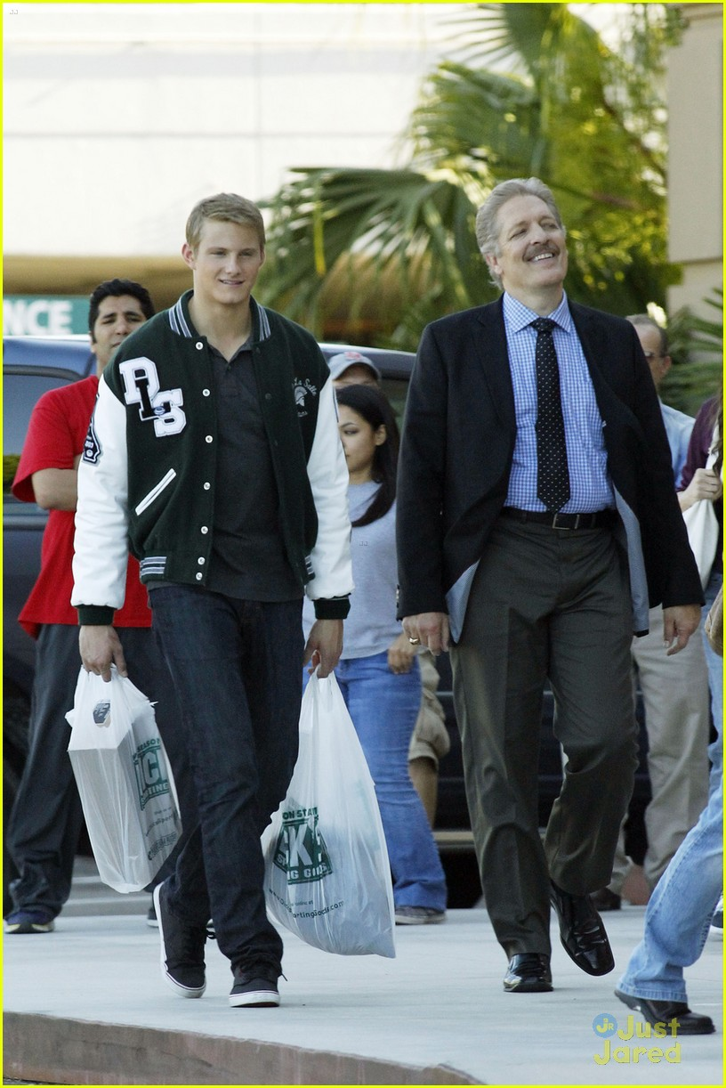alexander ludwig game stands tall 03