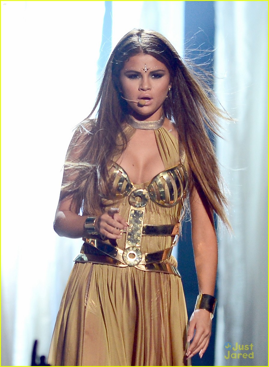 Selena Gomez GIF - Find & Share on GIPHY  |Selena Gomez Come And Get It Performance