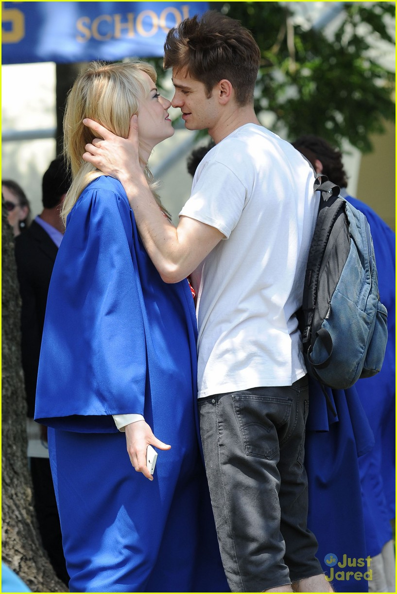 emma stone chris zylka hug spiderman 14