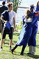 emma stone chris zylka hug spiderman 04