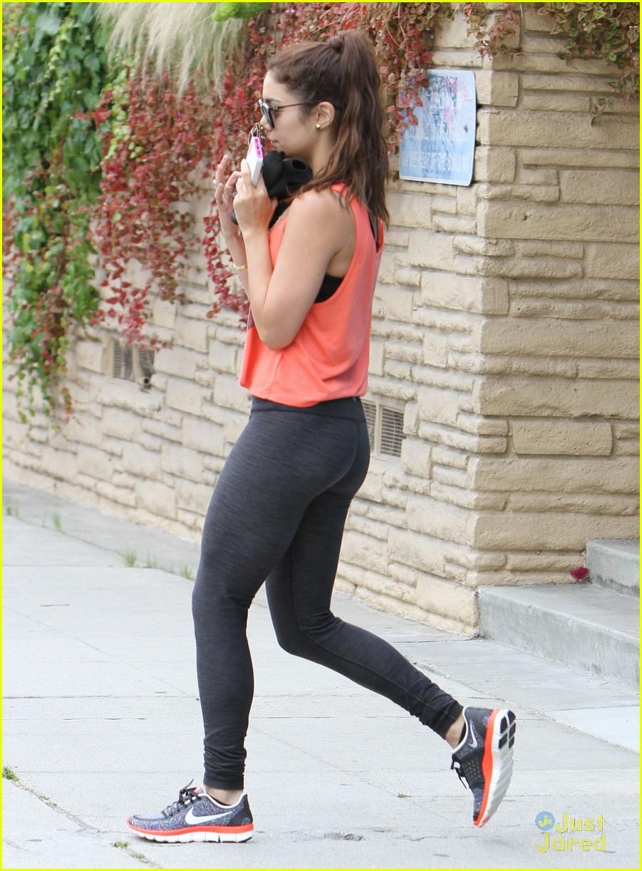 vanessa hudgens workout walk 04