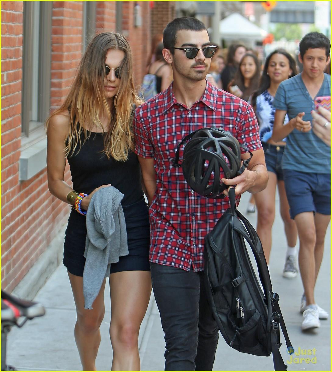 Joe Jonas & Blanda Eggenschwiler: Meatpacking District ... | 1090 x 1222 jpeg 328kB
