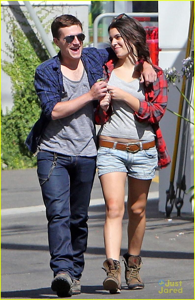 Josh Hutcherson & Girlfriend Claudia: Kiss Kiss on ...