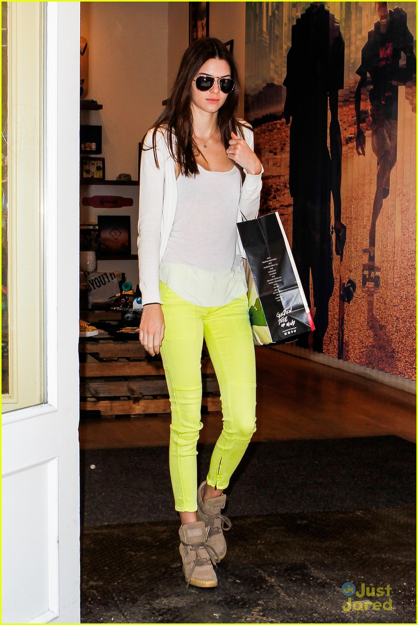 kendall jenner nyc shopper 03