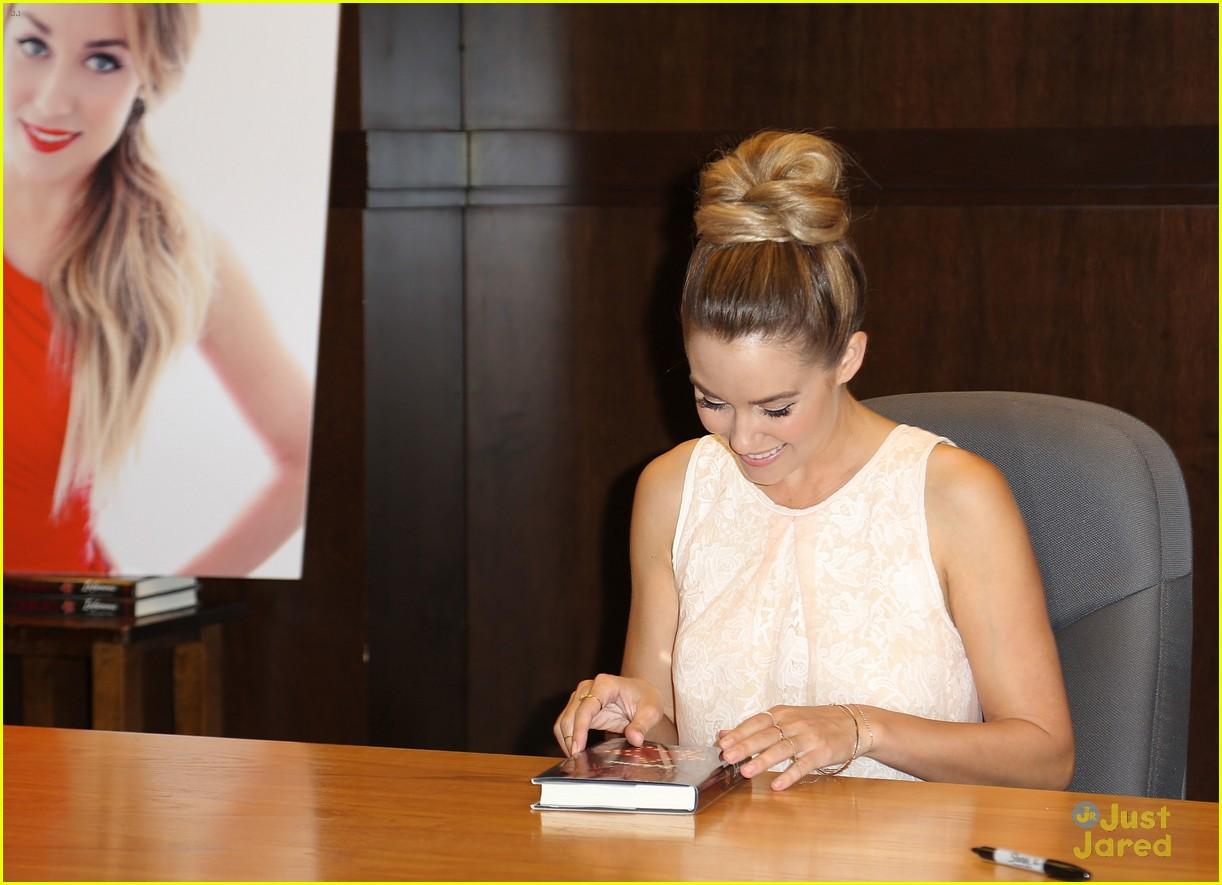 lauren conrad infamous book signing 11