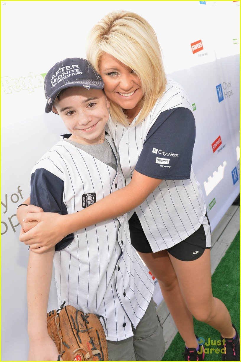 lauren alaina city hope softball game 01