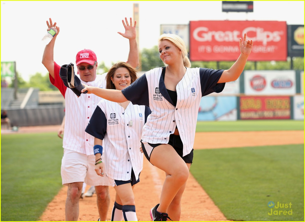lauren alaina city hope softball game 04