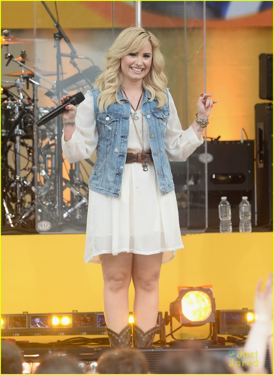 Demi lovato concert on good morning america in central park ny new photo